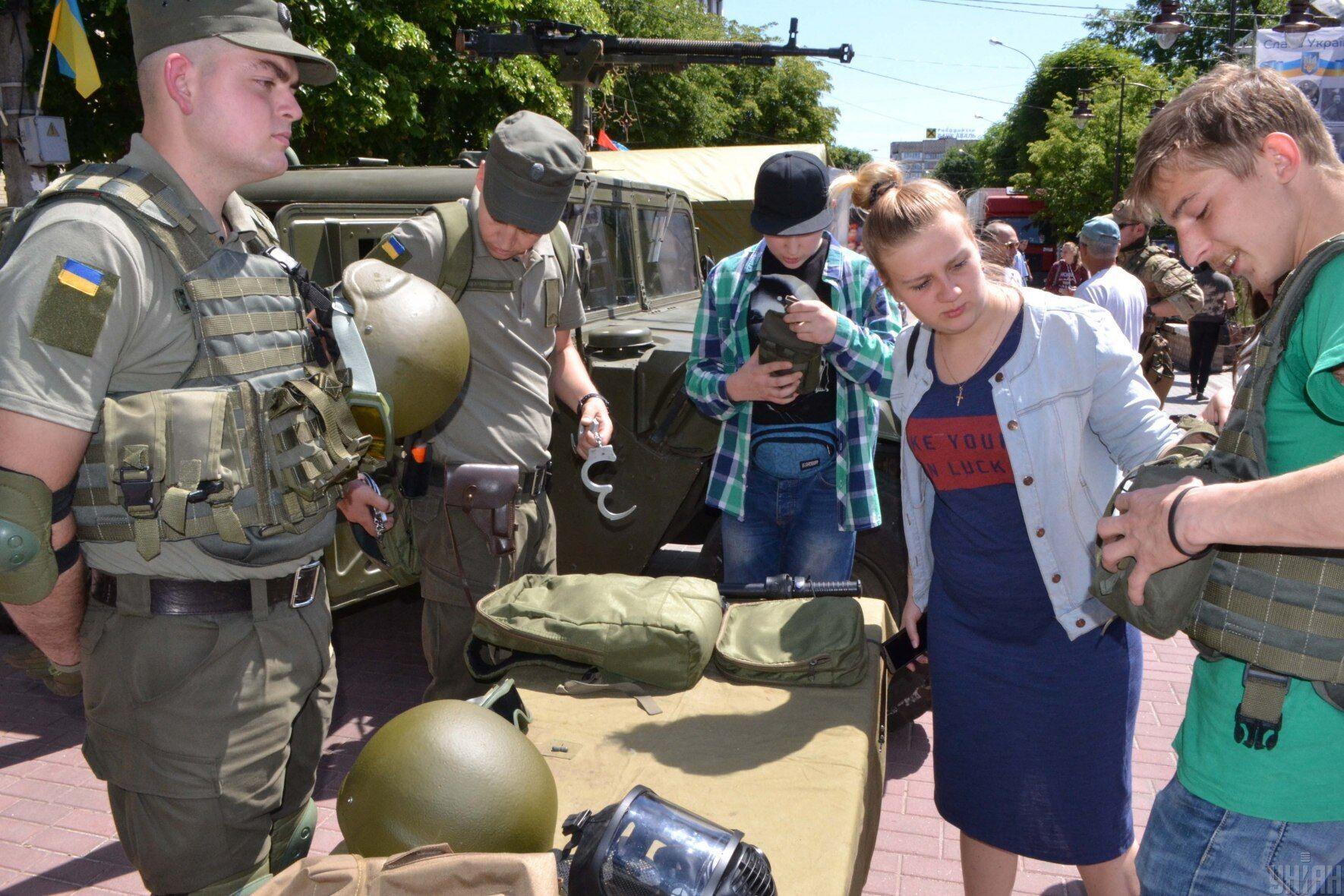 Выставка военной техники ко Дню героев в Хмельницком, 23 мая 2018 года