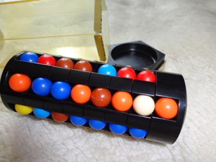 До того як з'явився кубик-рубик була ось така головоломка