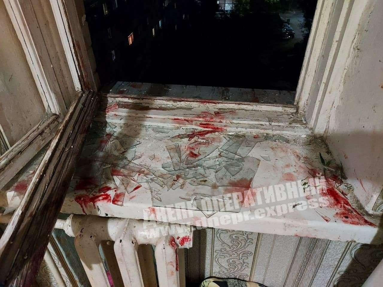 Девушка выпрыгнула из окна 10 этажа.