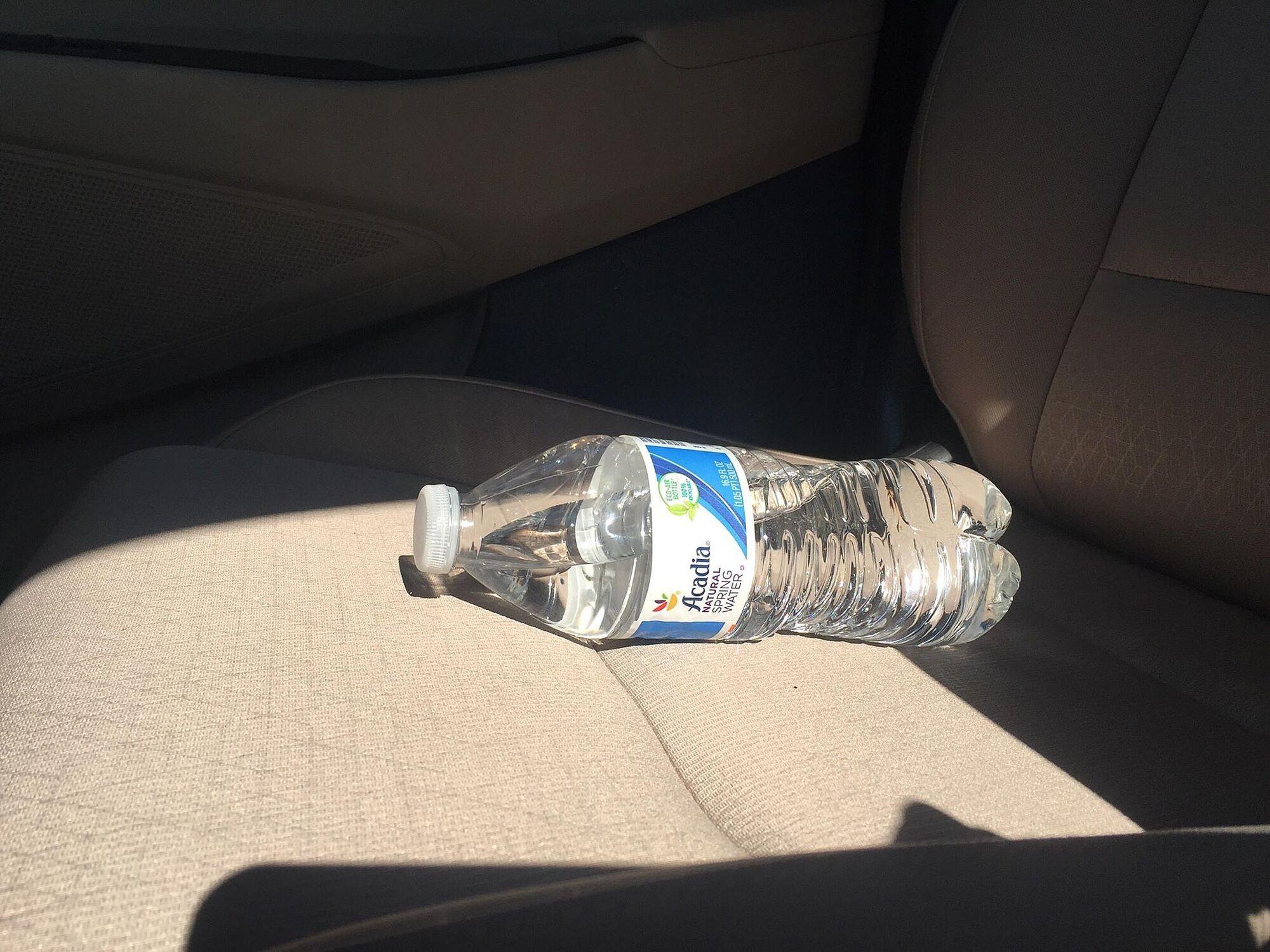 Пляшка води може підпалити автомобіль