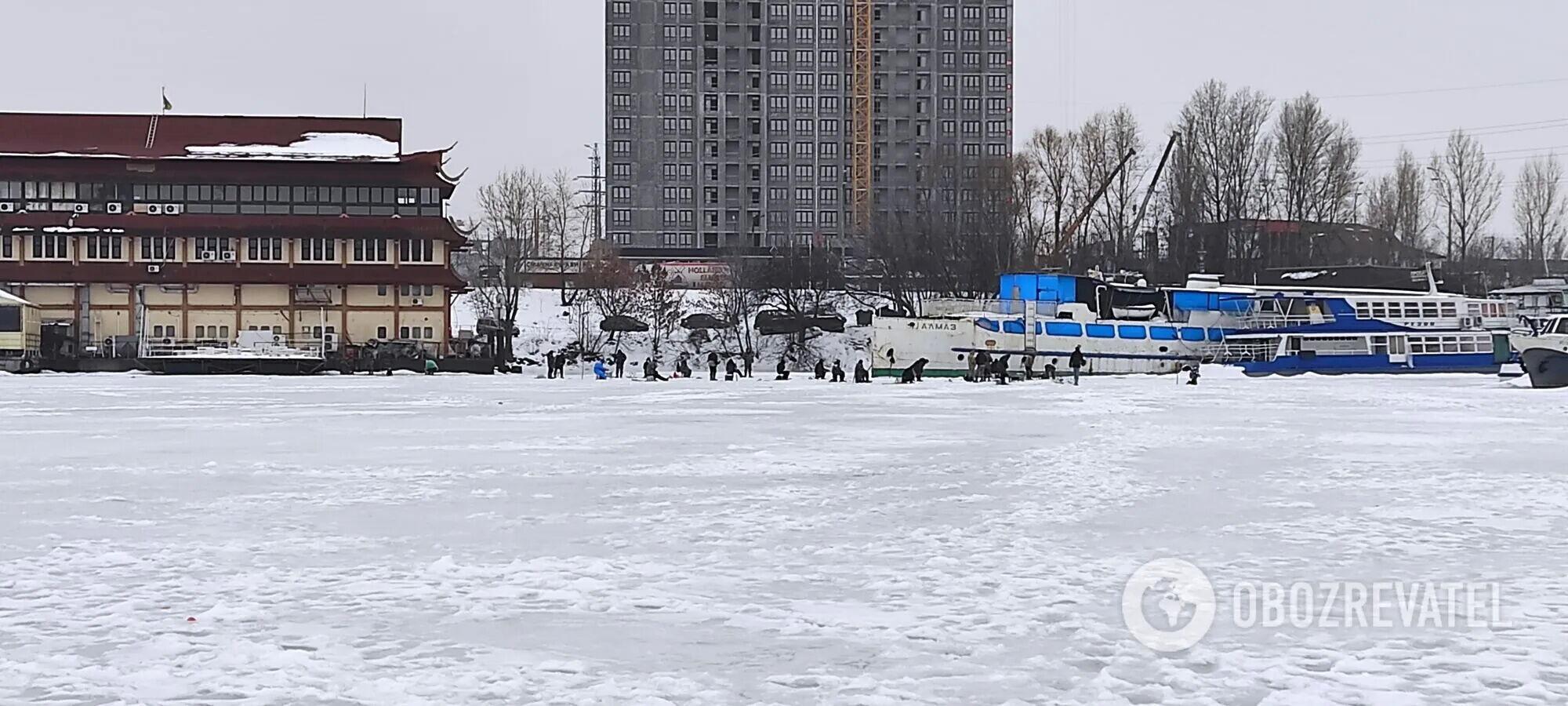 Рибалки на льоду.
