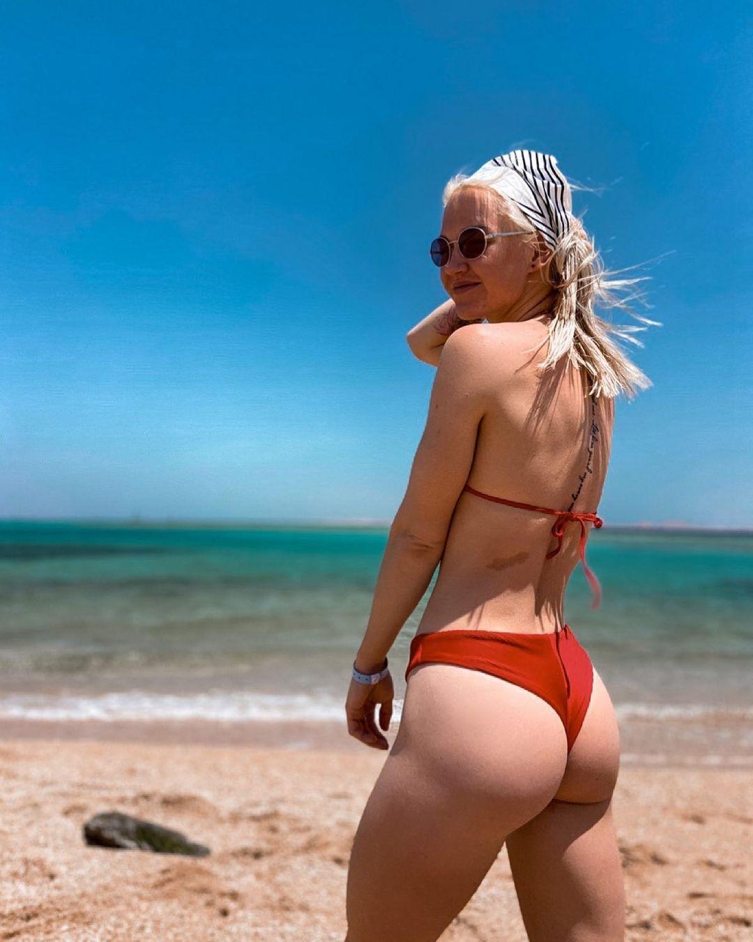 Дар'я Сидорова на пляжі