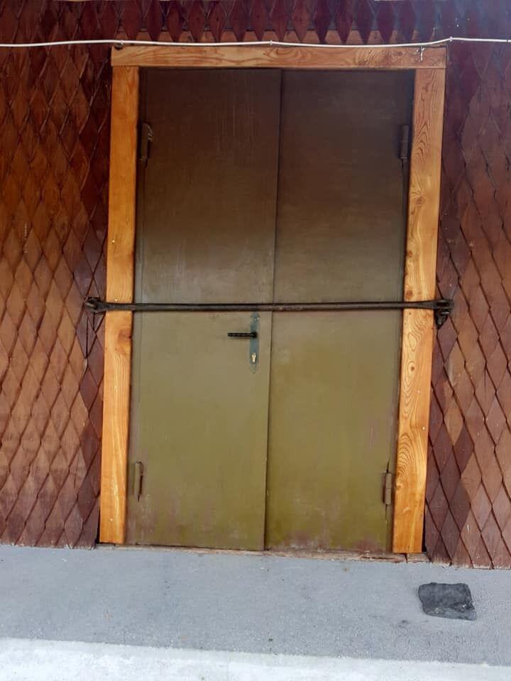 Двери в церковь