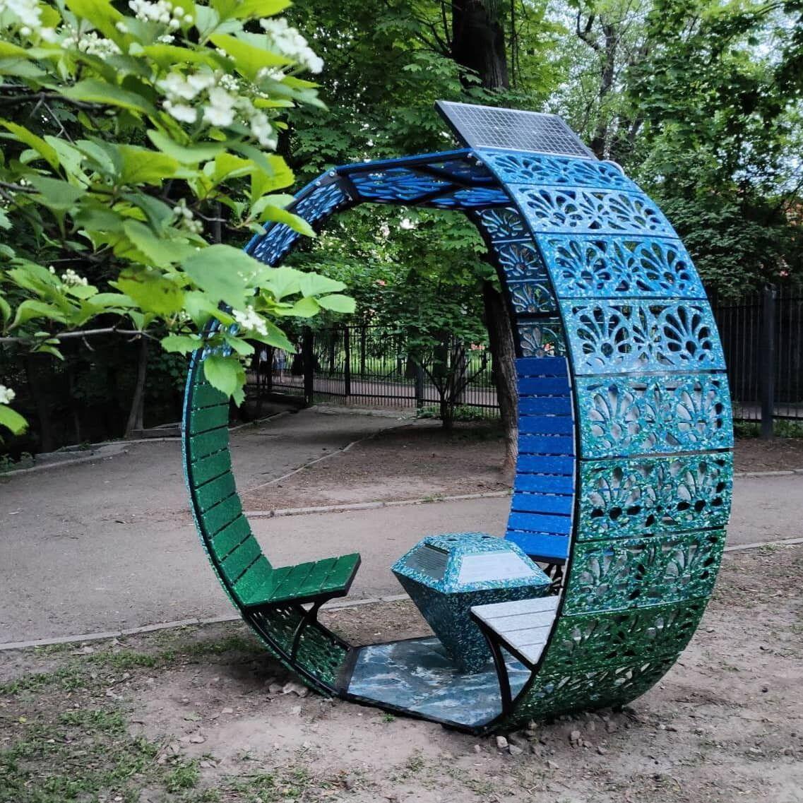 Конструкцію виготовили з переробленого пластику.