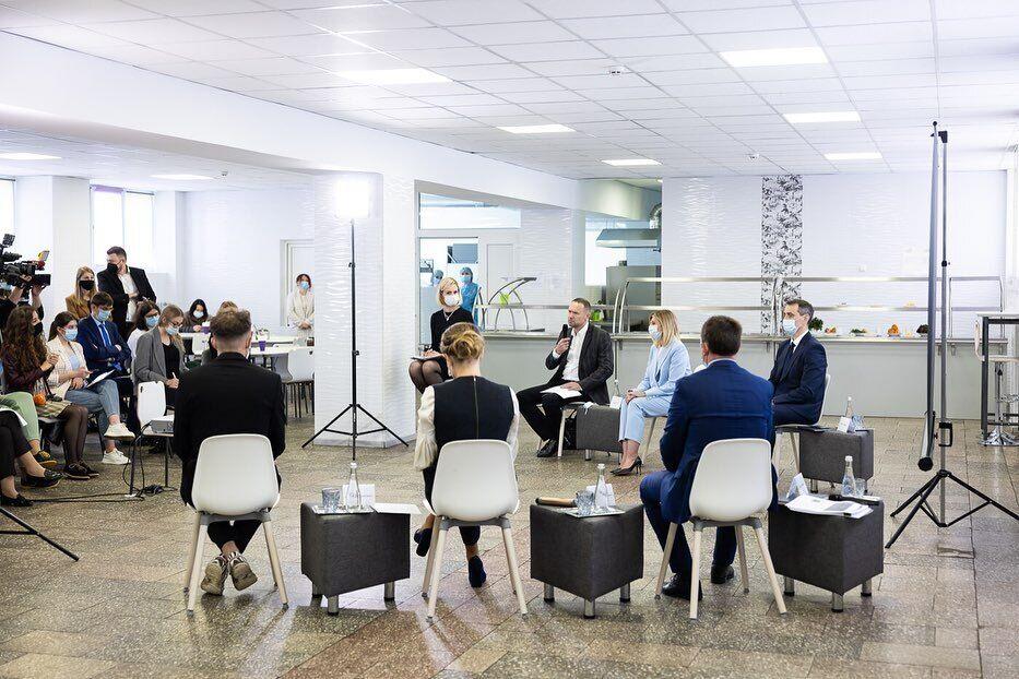 Свій лук дружина президента України доповнила аксесуарами