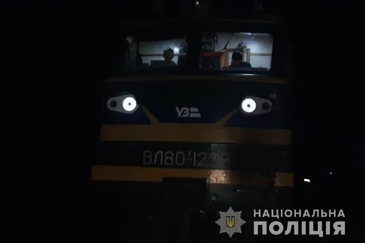 На Тернопільщині потяг збив хлопця, який сидів на рейках. Фото