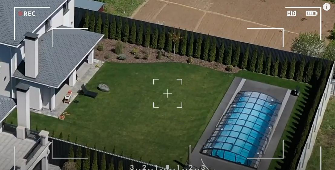 Как выглядит дом с бассейном Дорофеевой