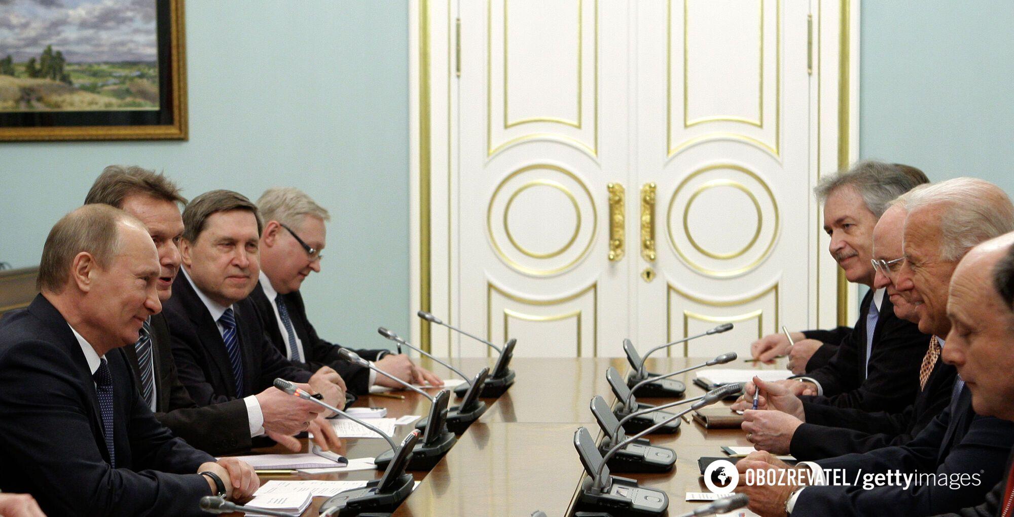 Путин и Байден во время встречи в 2011 году.