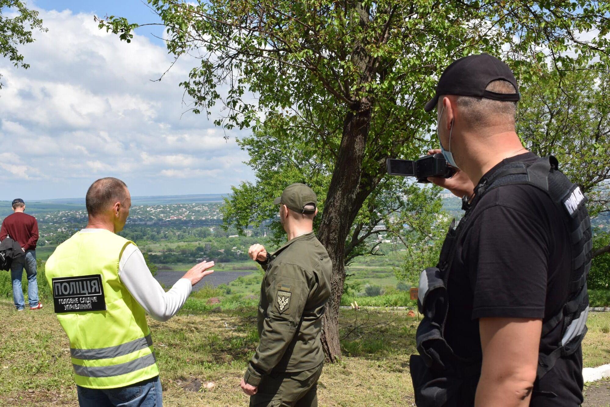 Виталий Маркив общается с правоохранителями на горе Карачун