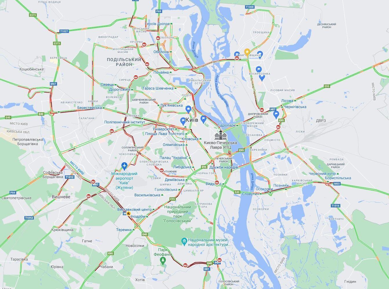 У Києві ДТП спровокували затори на основних дорогах міста.