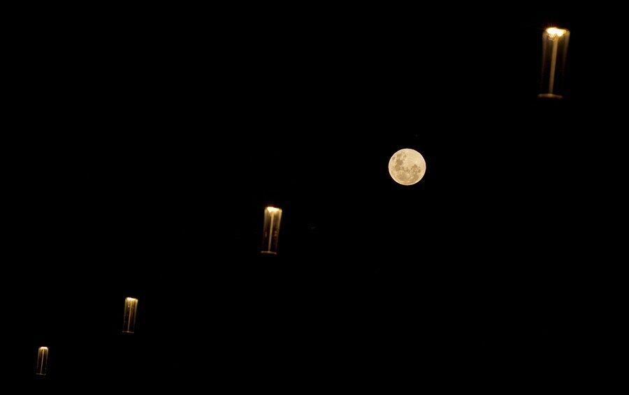 Місяць над Сіднеєм (Австралія)