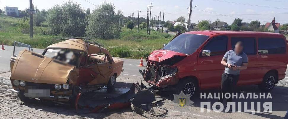 """Автомобиль """"Жигули"""" столкнулся с микроавтобусом Toyota Hiace"""