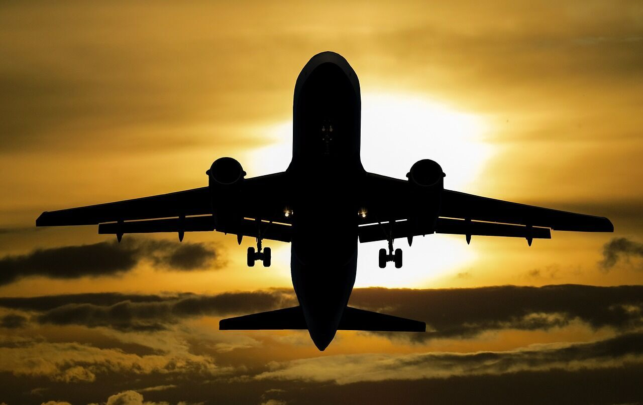 Украина запретила полеты в Беларусь: что будет с ценами на билеты и торговлей