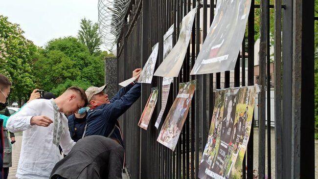 Акция под посольством РФ.
