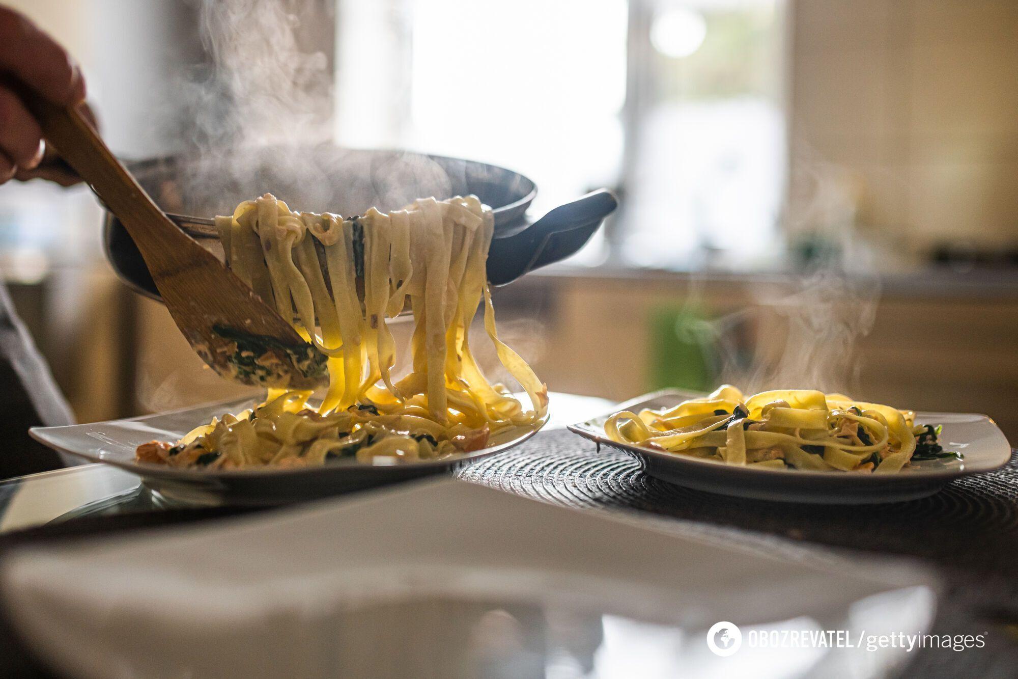 Паста з грибами та курячим філе