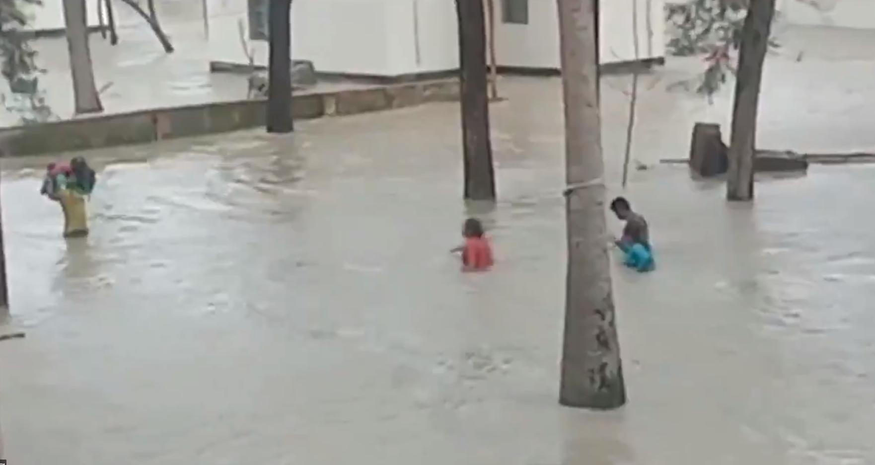 На Індію налетів шторм.