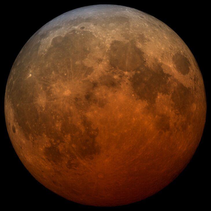 Телескопическая визуализация полного лунного затмения 2021 года