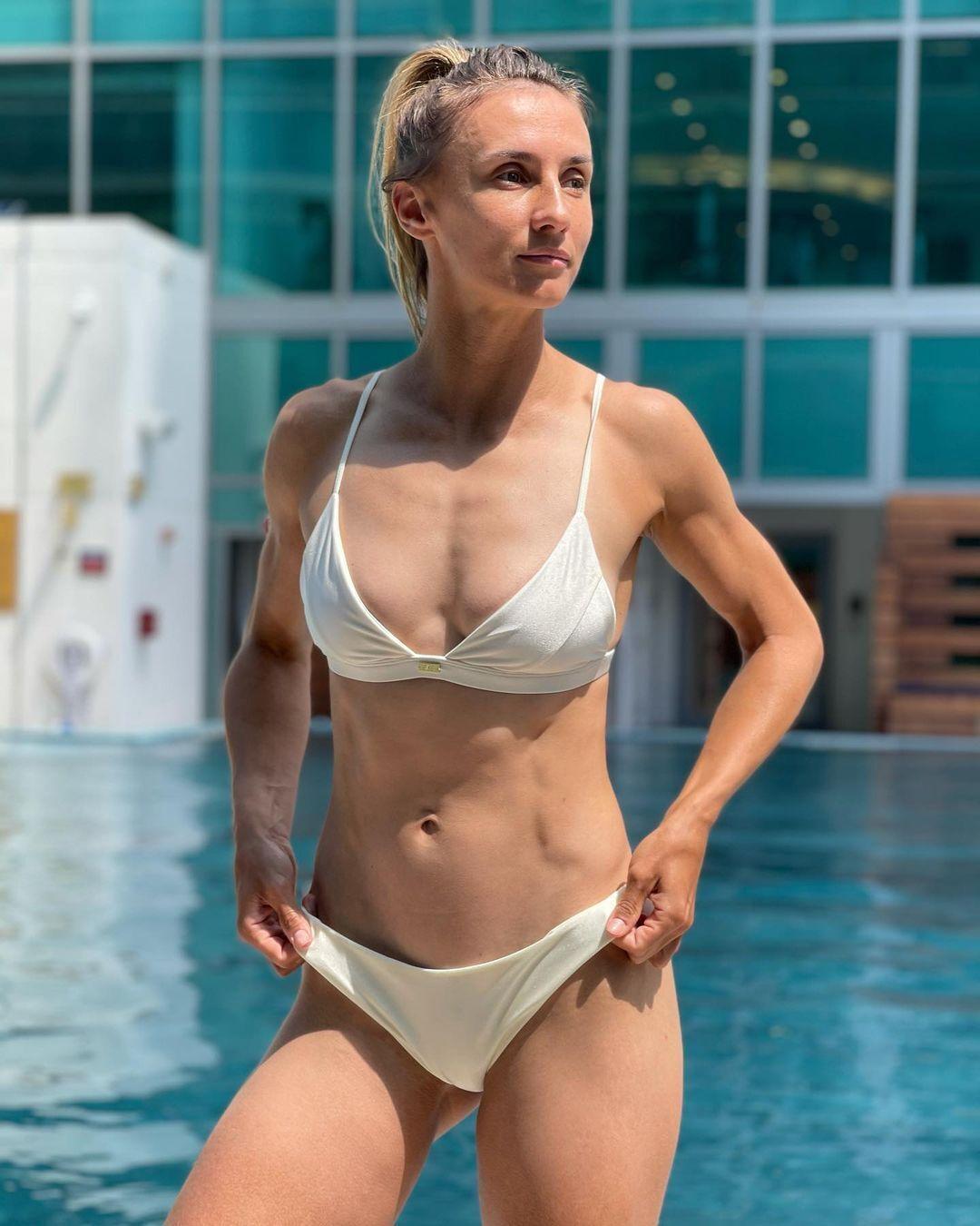 Леся Цуренко в купальнике