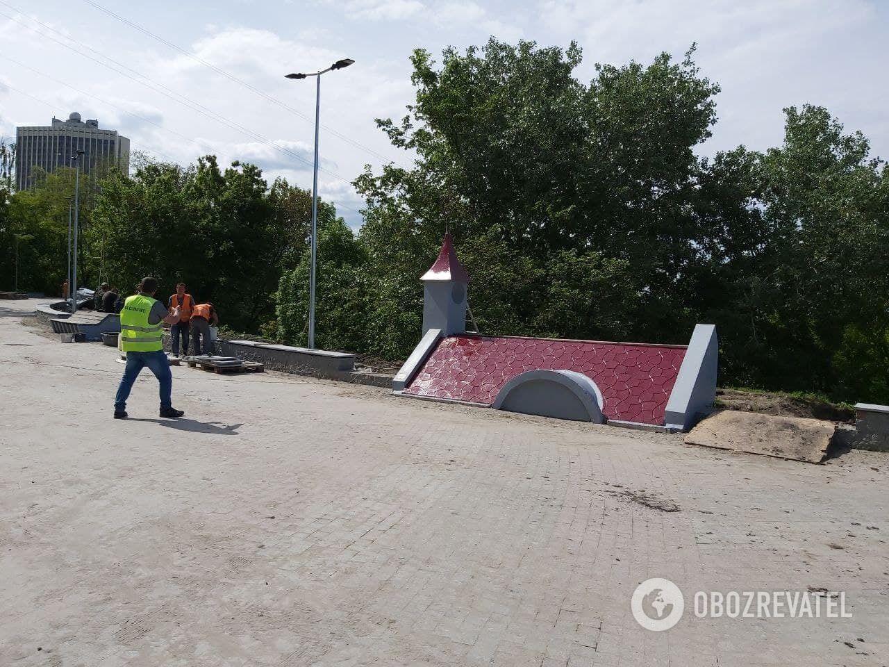 Коммунальщики заканчивают реконструкцию Пейзажной аллеи.