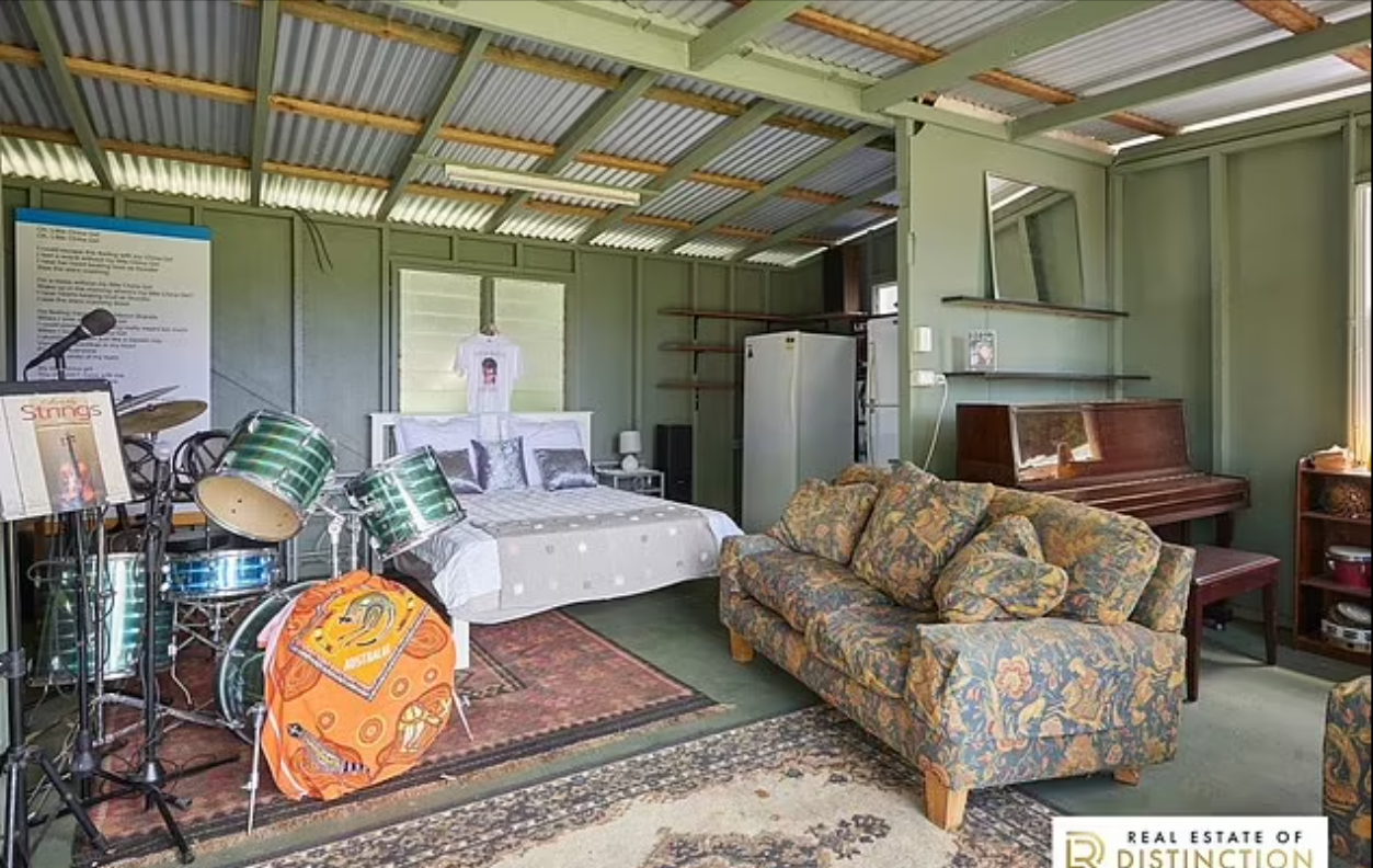 Спальня в бывшем особняке Дэвида Боуи