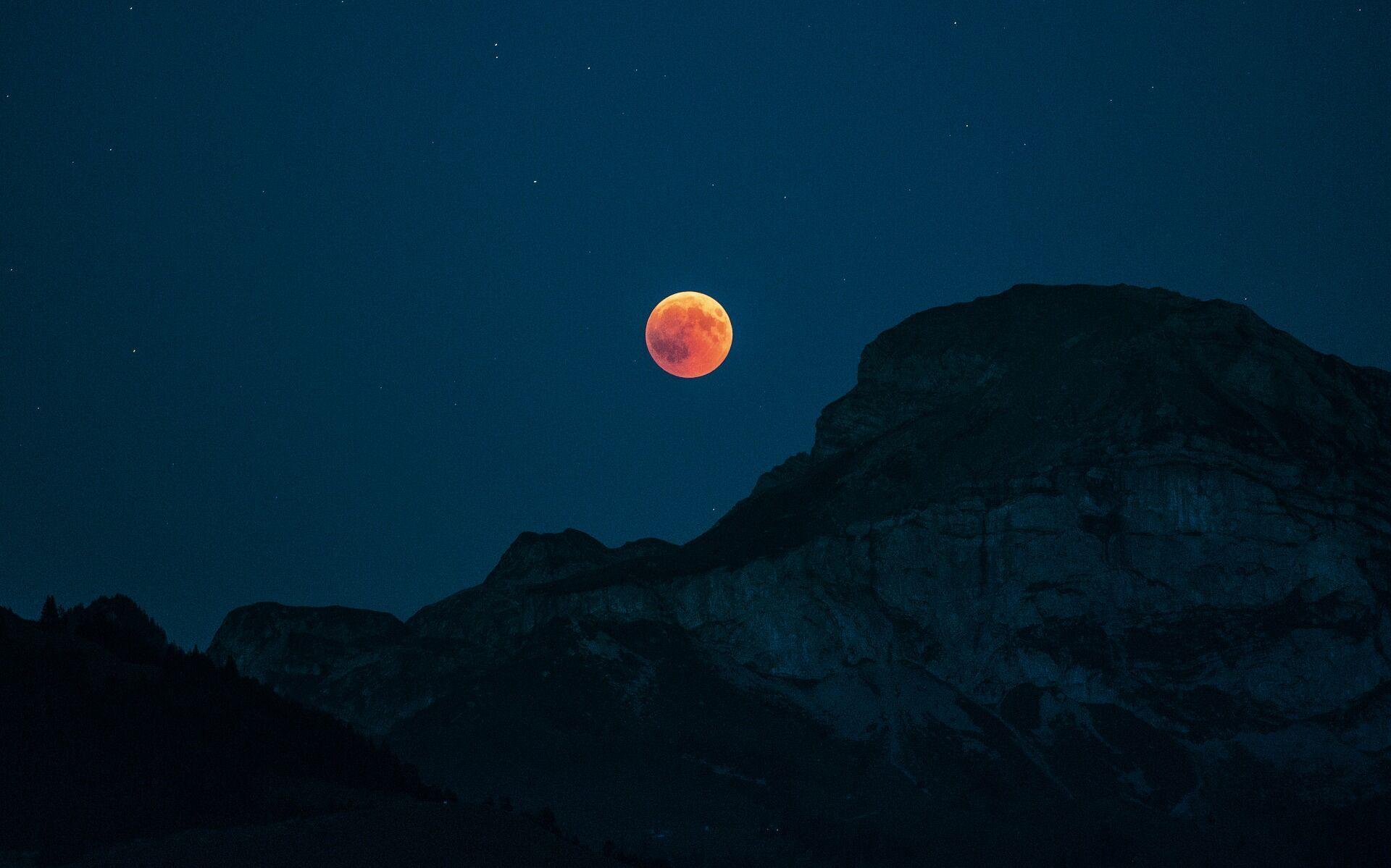 В ночном небе 26 мая будут видны Кровавая Луна и суперлуние