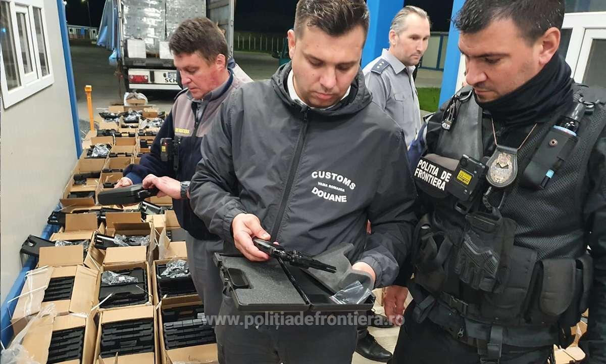 Румынские пограничники остановили грузовик с оружием