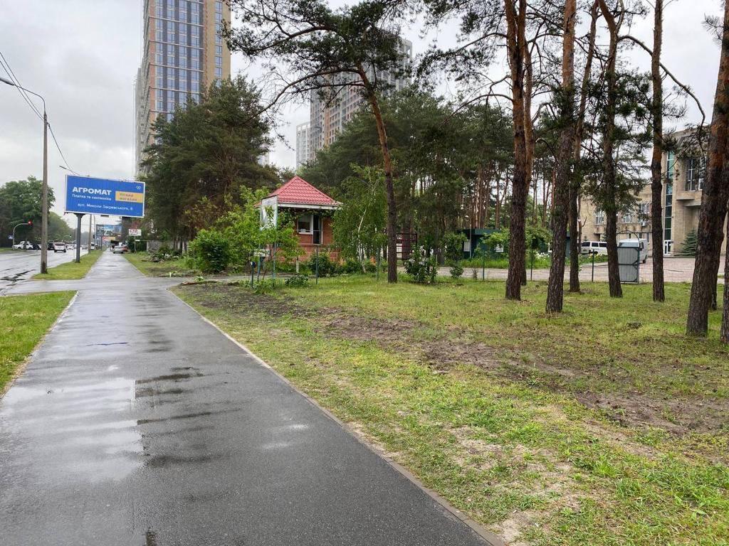 На Жмаченка у Києві демонтували незаконний паркан