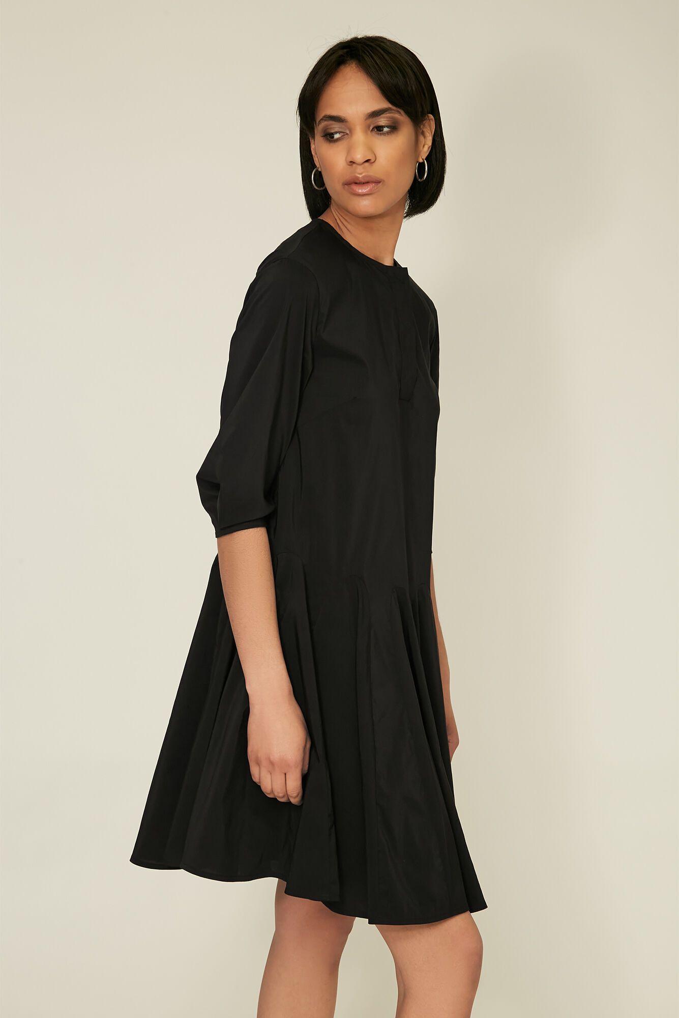 Стильное черное платье от Андре Тана