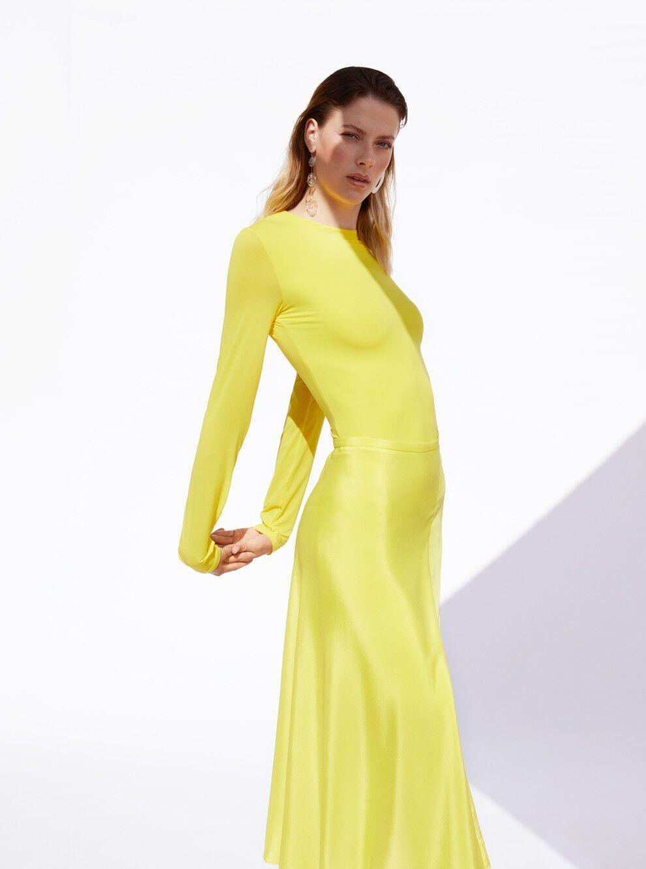 Ярослава Магучих в желтом платье
