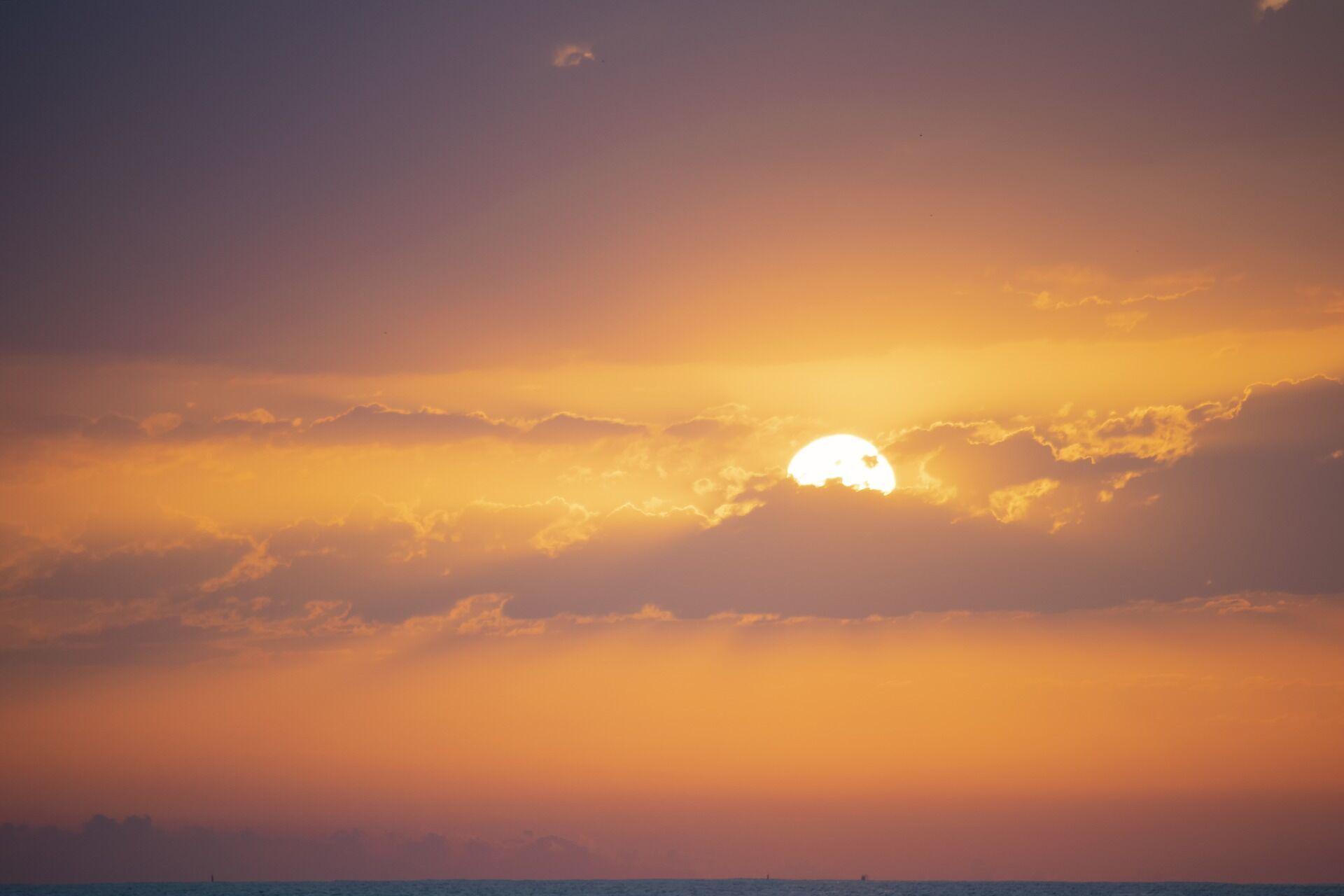 Схід сонця багряний – до грізного, пожежного літа