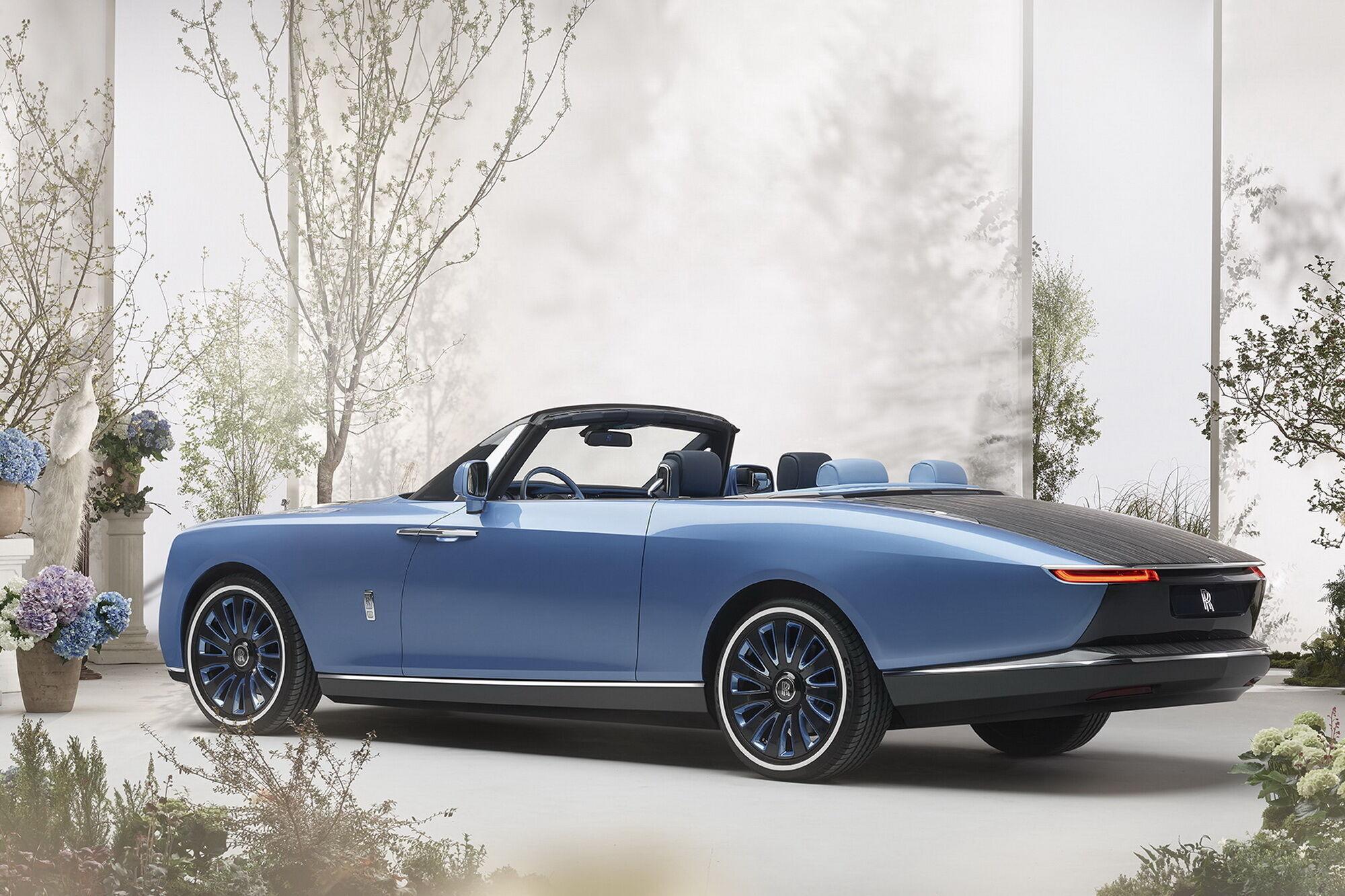 Перший Boat Tail замовила заможна подружня пара, в колекції якої є кілька автомобілів Rolls-Royce