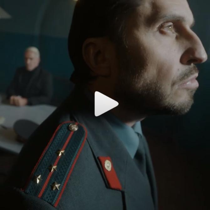 Российский комик Александр Ревва в форме сотрудника КГБ