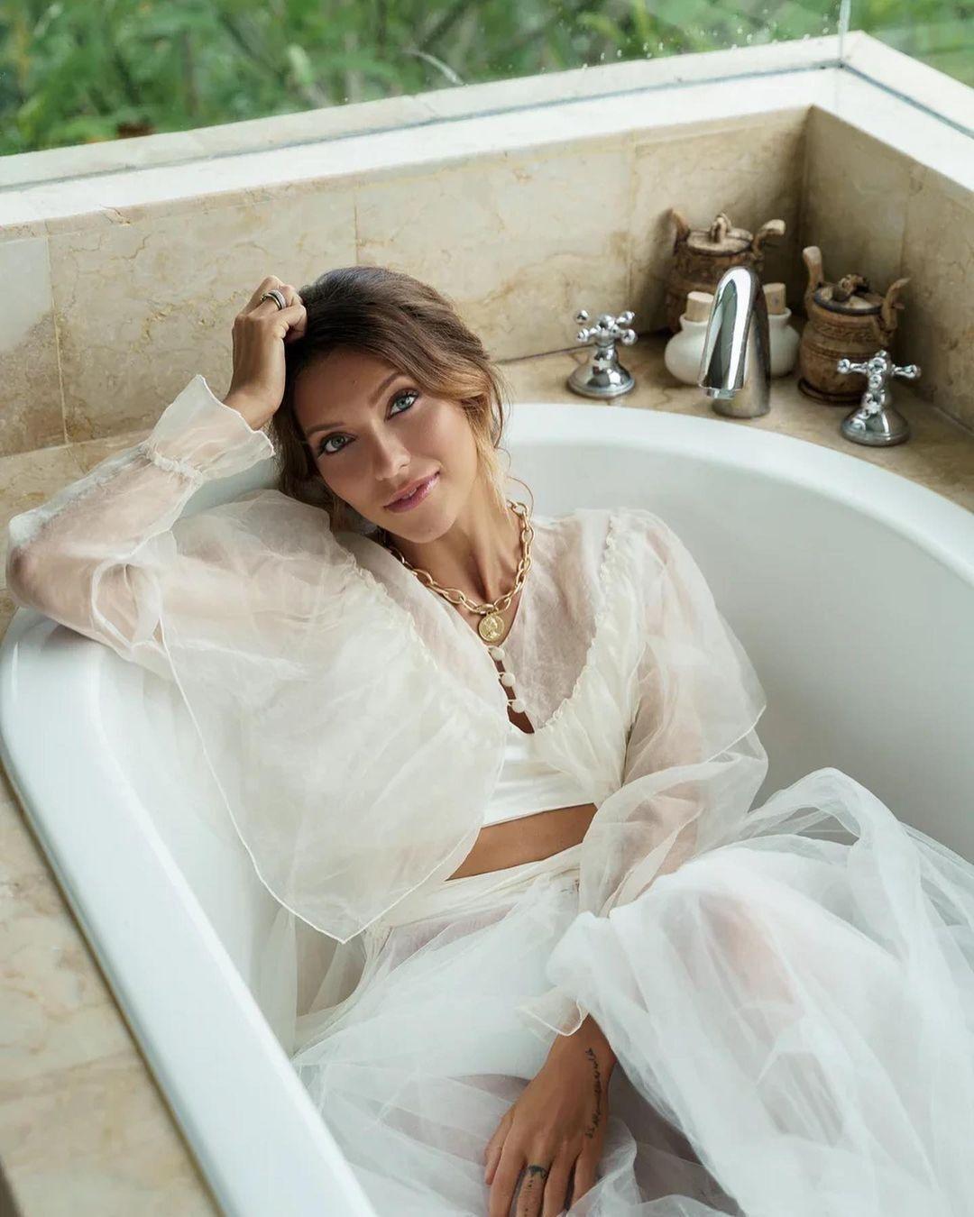 Регина Тодоренко в полупрозрачном платье