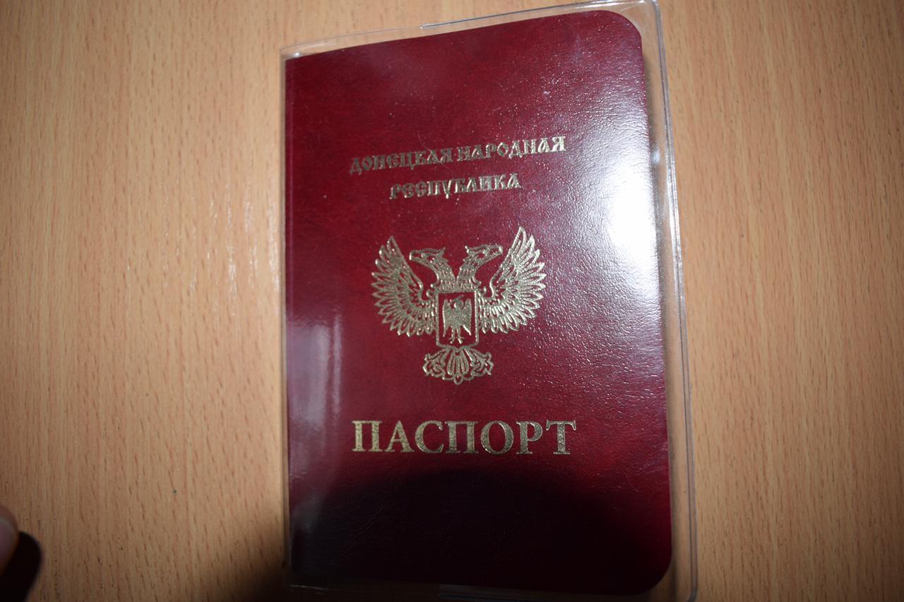 """Дівчина проживає у Горлівці та має паспорт """"ДНР"""""""