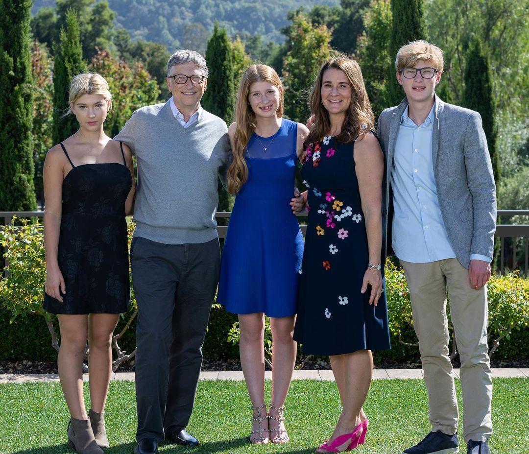 Фиби, Билл, Дженнифер, Мелинда и Рори Гейтсы (слева направо)