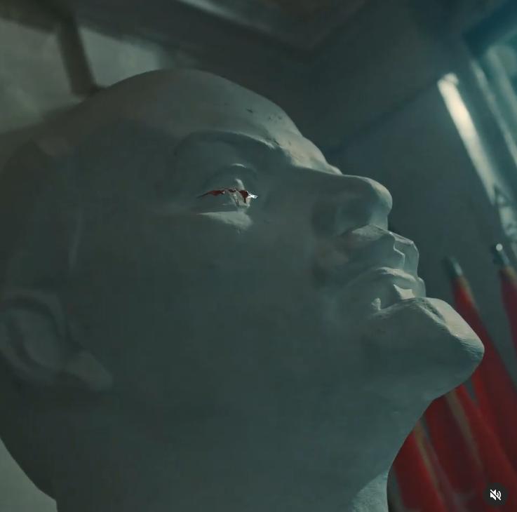 Плачущий кровавыми слезами Ленин