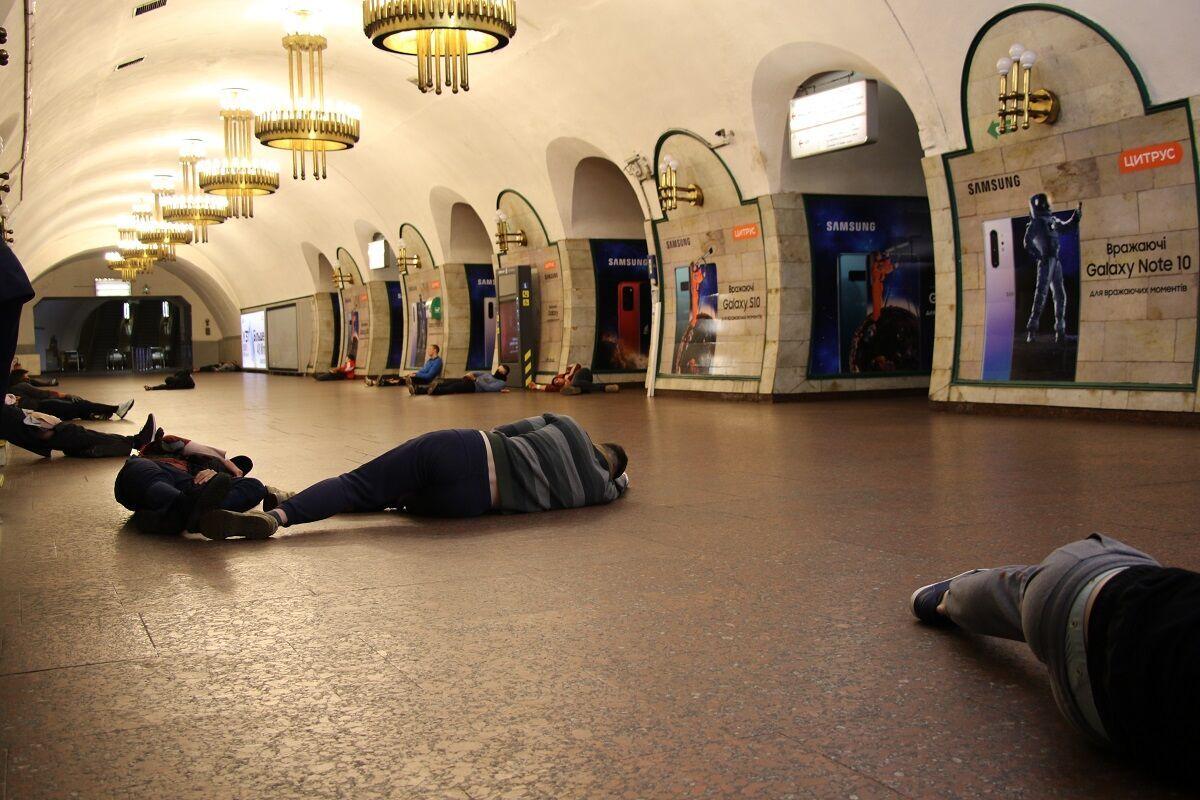 "На одной из станций метро ""взорвали"" бомбу."