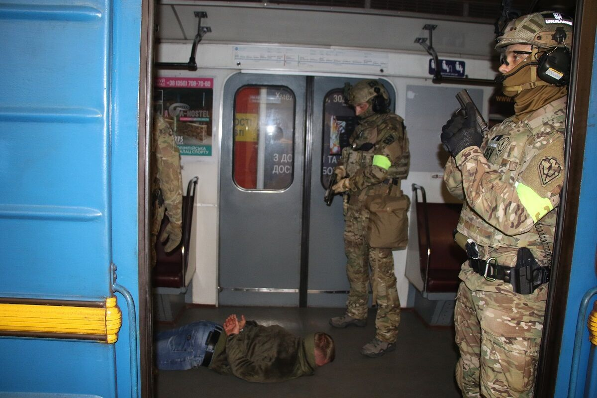 """""""Заложников"""" освободили."""