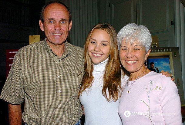 Аманда з батьками – Ріком і Лінн Байнс, 2004 рік