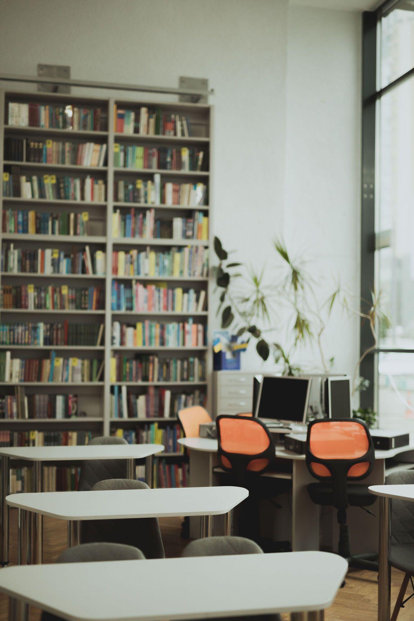 Фонд ресурсов библиотеки составляет около 70 тыс. экземпляров.