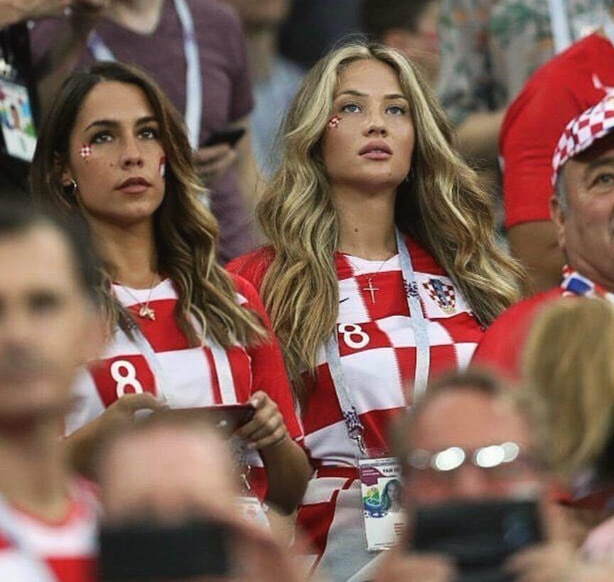 Изабель Ковачич (справа) поддерживает мужа на стадионе