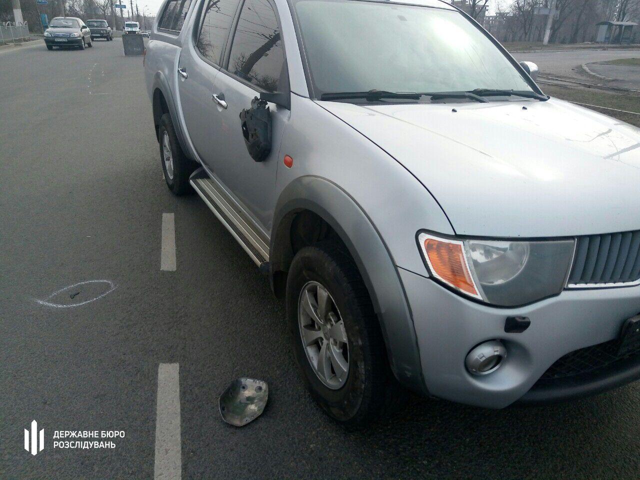 Полицейский ехал за рулем служебного авто Mitsubishi L200 и сбил школьниц