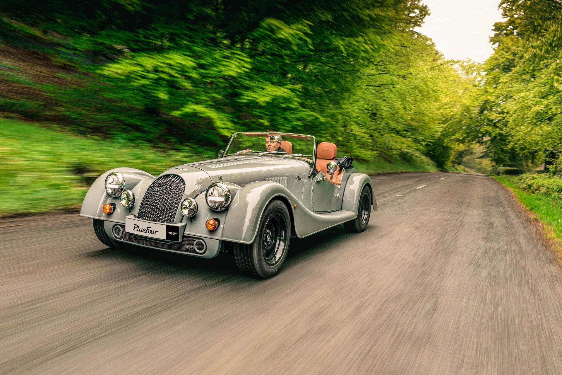 Morgan PlusFour имеет под капотом 4-цилиндровый мотор BMW мощностью 258 л.с.