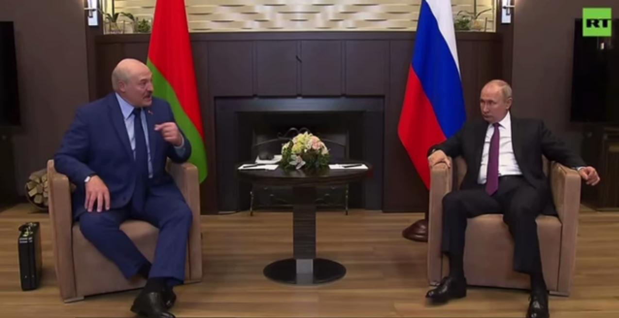 Лукашенко пожаловался Путину на запрет полетов в ЕС.