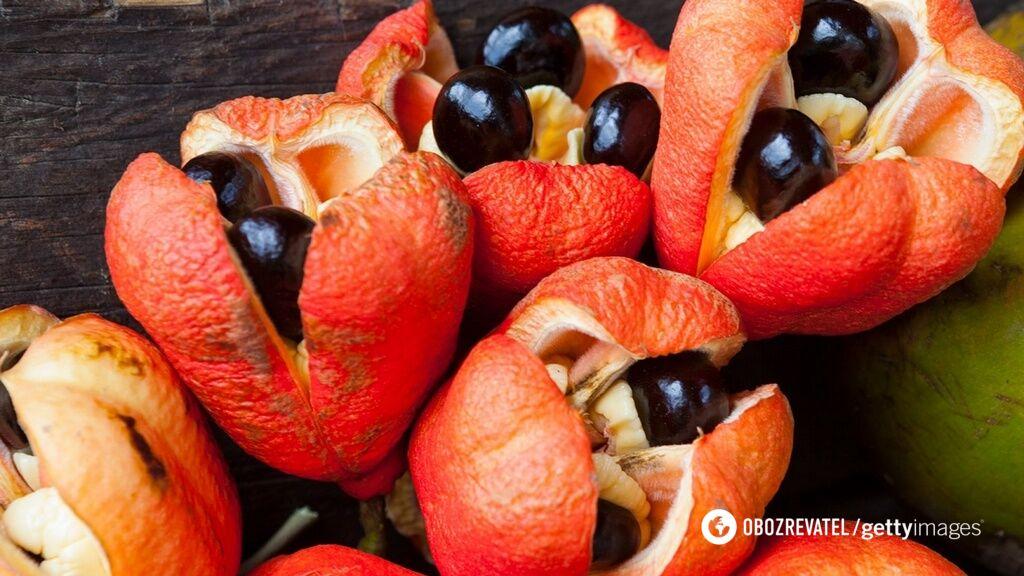 Опасный фрукт аки