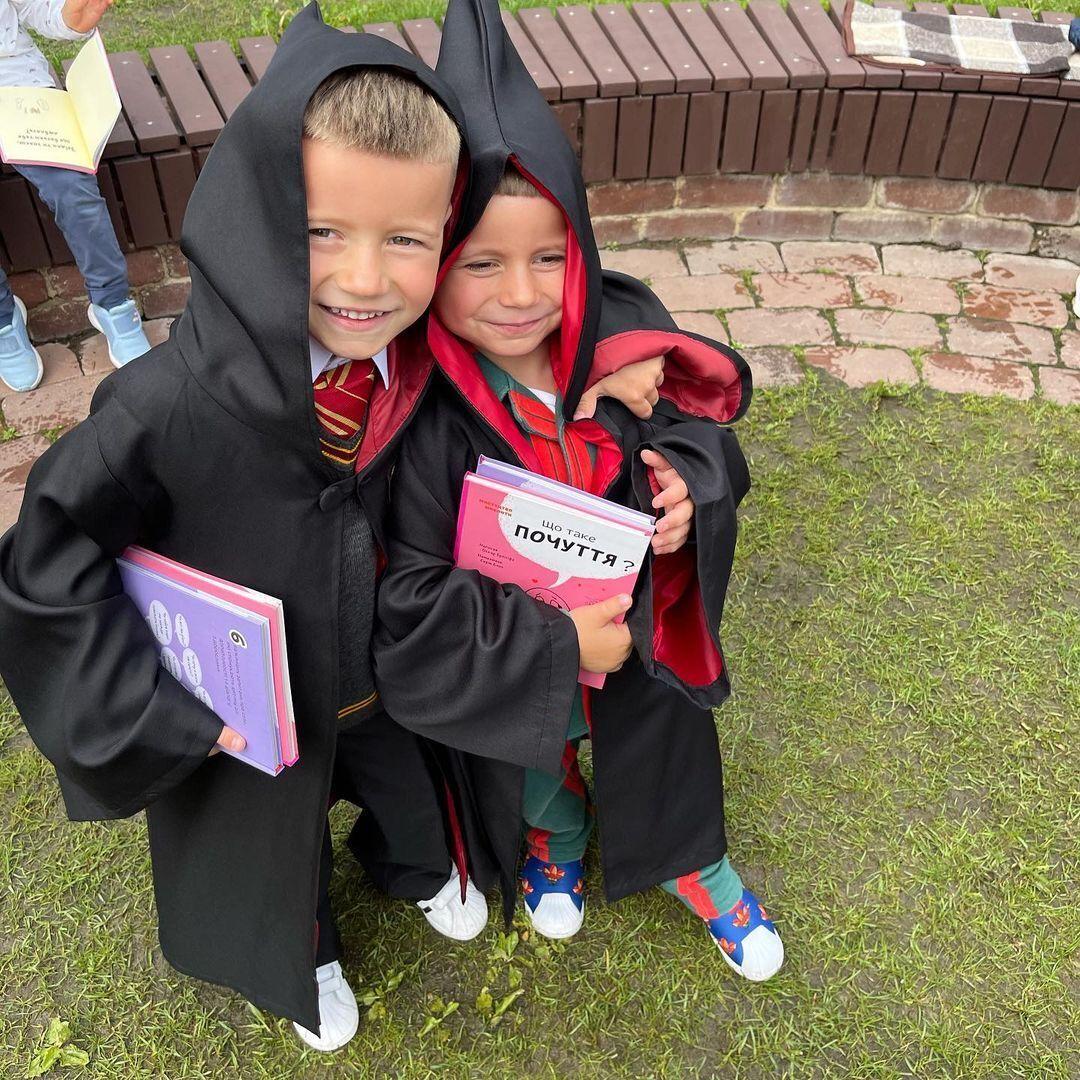 Монатик показал фото своих детей на выпускном в детском саду