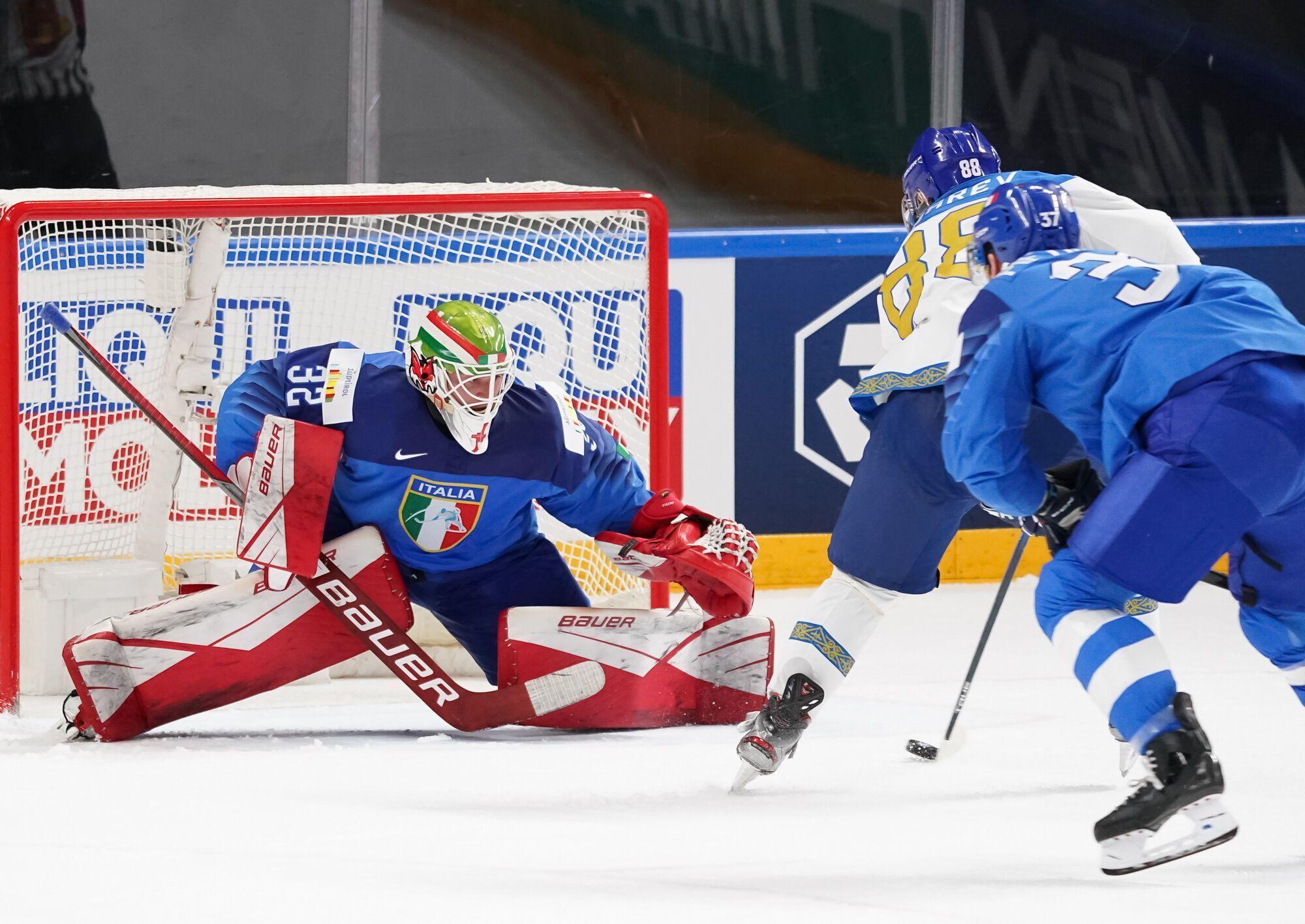 Казахстан забросил 11 шайб Италии.