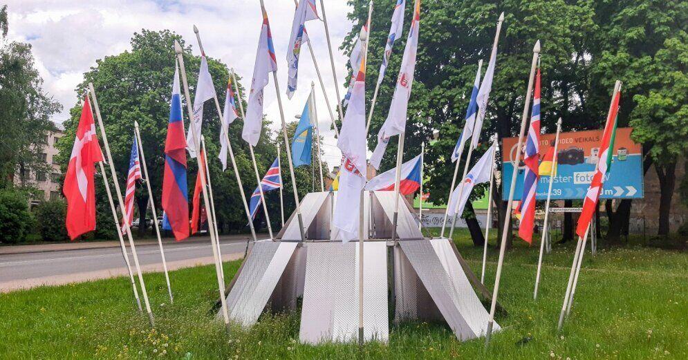 Флаги стран-участниц ЧМ по хоккею