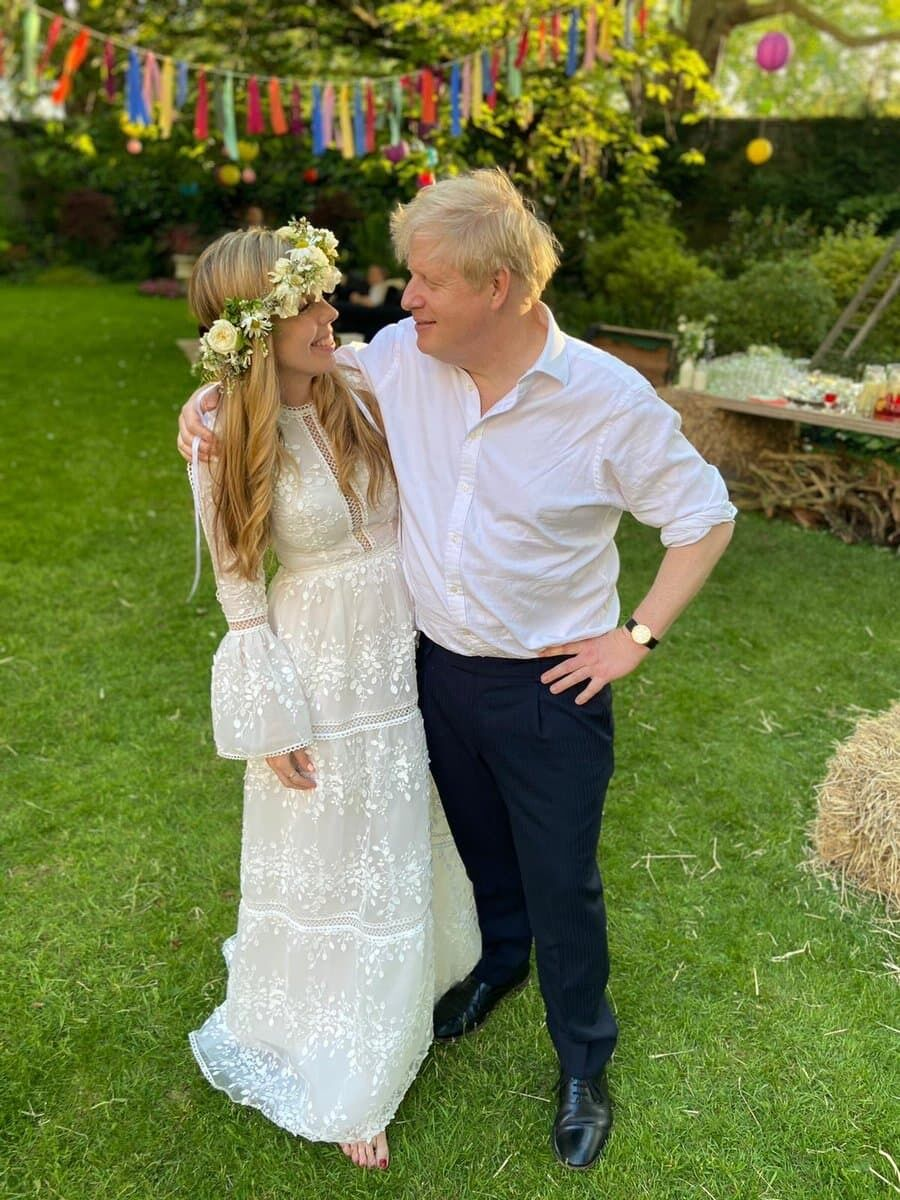 Тайная церемония бракосочетания Джонсона и Саймондс.