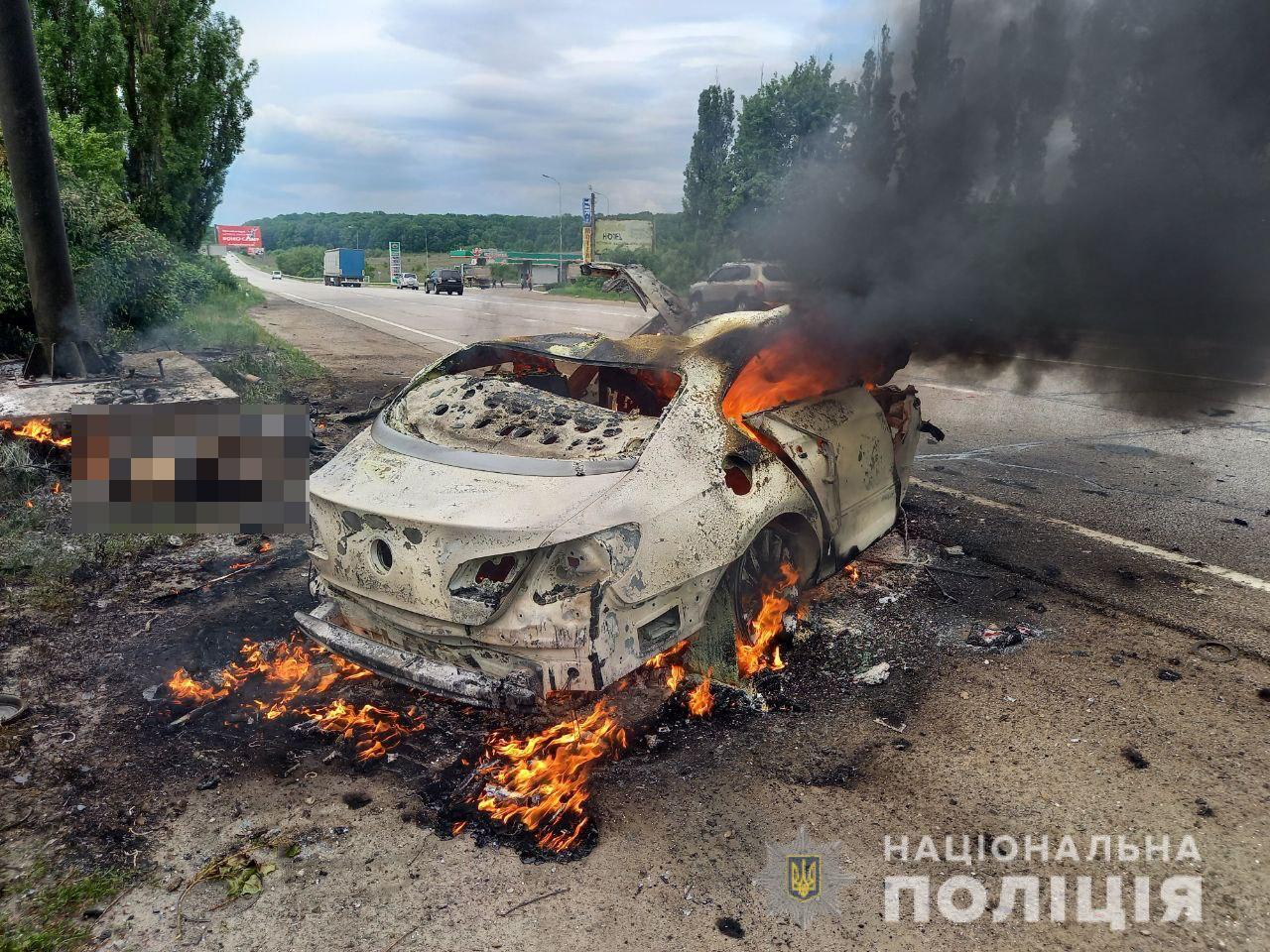 Автомобиль загорелся после столкновения